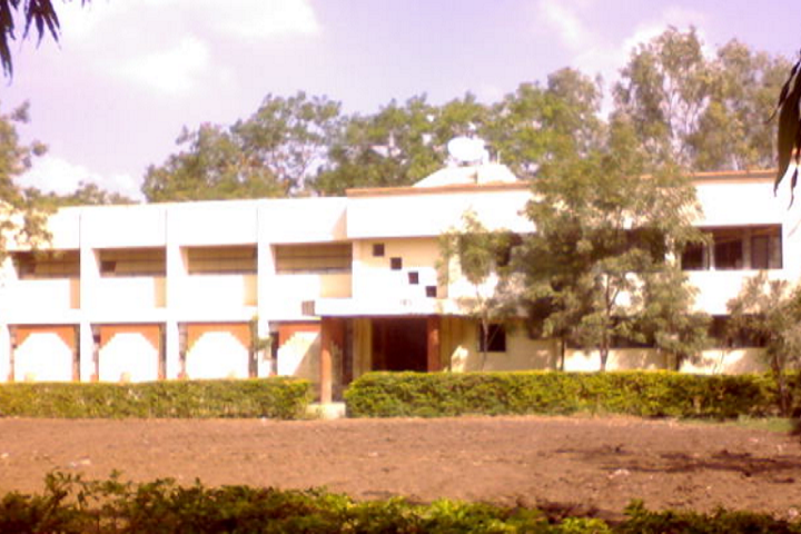 https://cache.careers360.mobi/media/colleges/social-media/media-gallery/23762/2018/11/29/Campus View of Yashwantrao Chavan College of Arts Commerce and Science Sillod_Campus-View.png