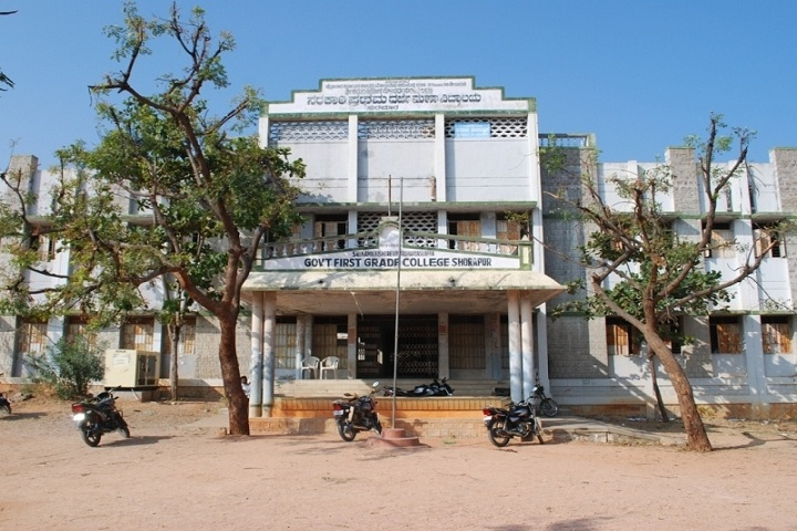 https://cache.careers360.mobi/media/colleges/social-media/media-gallery/23896/2018/11/21/College Adminitrative Building View of Government First Grade College Shorapur_Campus View.jpg