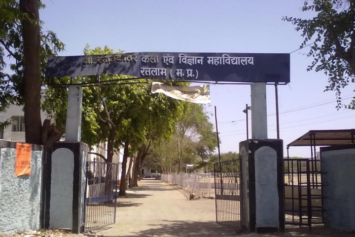 https://cache.careers360.mobi/media/colleges/social-media/media-gallery/23941/2018/11/27/College View of Government Post Graduate Arts and Science College Ratlam_Campus View.jpg