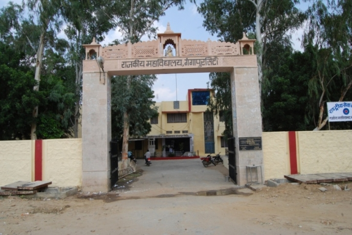 https://cache.careers360.mobi/media/colleges/social-media/media-gallery/24018/2018/11/26/Entrance of Government College GangapurCity_Campus-view.jpg