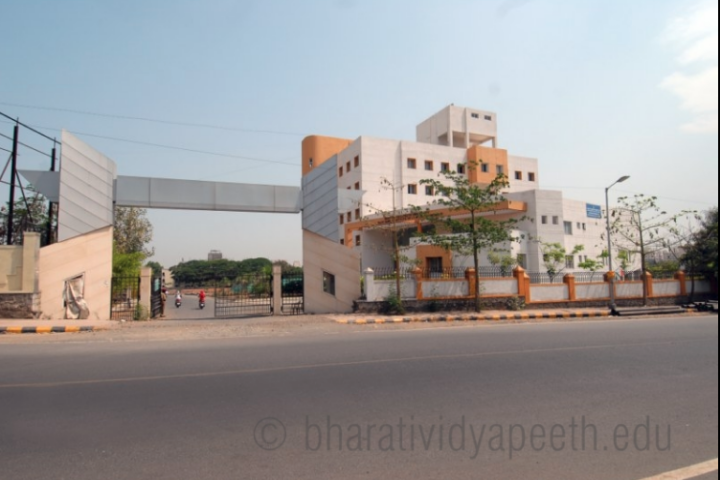 https://cache.careers360.mobi/media/colleges/social-media/media-gallery/24081/2018/8/16/Rajiv-Gandhi-Institute-of-Information-Technology-and-Biotechnology-Pune_Campus-View.png