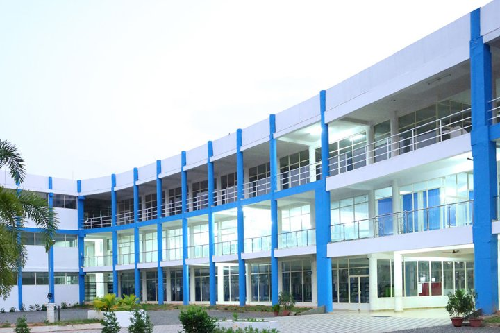 https://cache.careers360.mobi/media/colleges/social-media/media-gallery/2473/2018/8/10/Holy-Grace-Academy-of-Engineering-Mala-campus-view.jpg