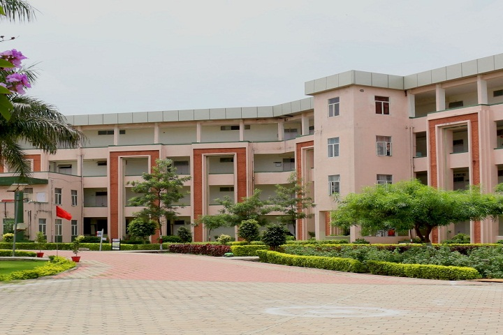 https://cache.careers360.mobi/media/colleges/social-media/media-gallery/2489/2018/9/25/Campus-View of TRUBA Institute of Engineering and Information Technology Bhopal_Campus-View.jpg