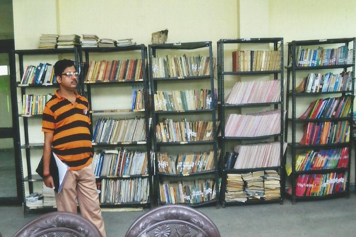 https://cache.careers360.mobi/media/colleges/social-media/media-gallery/24974/2019/1/24/Library of Central Womens College of Education Lucknow_Library.png