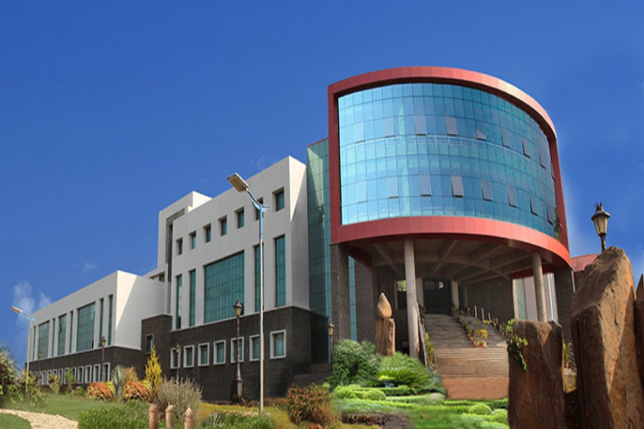https://cache.careers360.mobi/media/colleges/social-media/media-gallery/2541/2018/10/9/Campus view of Sanjeevan Engineering and Technology Institute Kolhapur_Campus-View.png