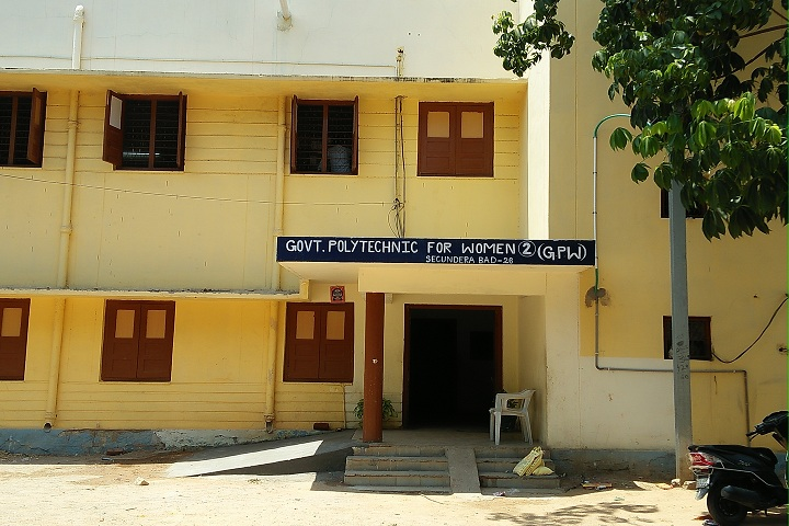 https://cache.careers360.mobi/media/colleges/social-media/media-gallery/25758/2019/10/4/Campus view of Government Polytechnic for Women Secunderabad_Campus-view.jpg