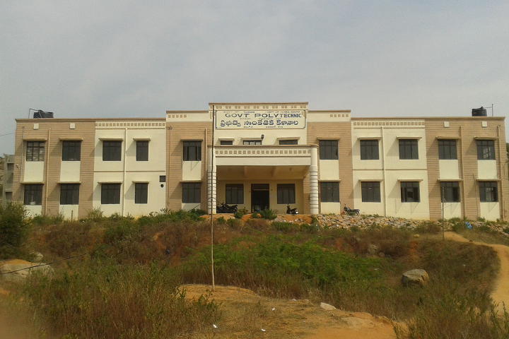 https://cache.careers360.mobi/media/colleges/social-media/media-gallery/25768/2019/10/11/Campus View of Government Polytechnic Kotgir_Campus-View.png