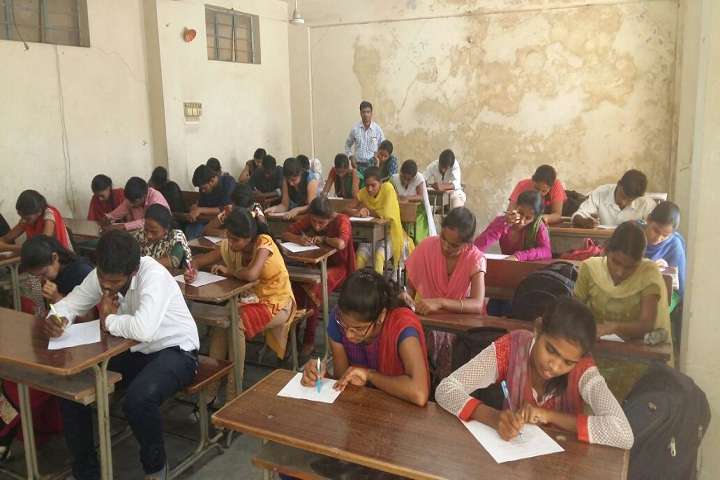 https://cache.careers360.mobi/media/colleges/social-media/media-gallery/25771/2019/10/11/Classroom of Smt Durgabai Deshmukh Womens Technical Training Institute Hyderabad_Classroom.jpg
