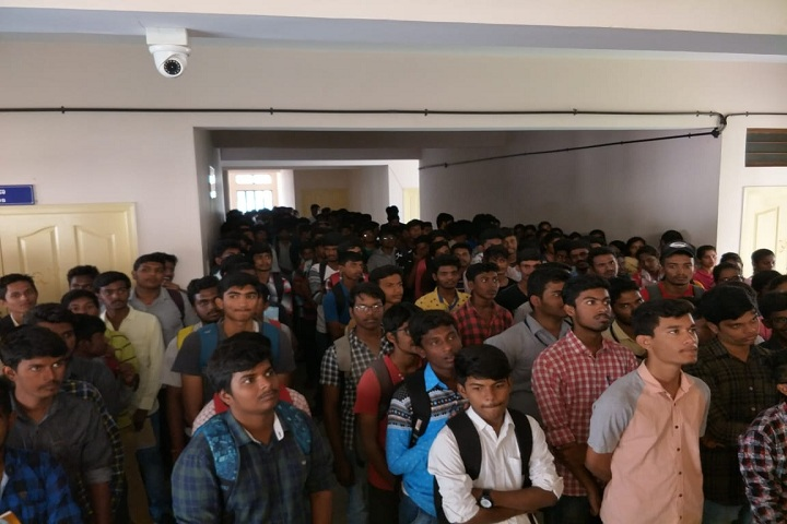https://cache.careers360.mobi/media/colleges/social-media/media-gallery/25858/2019/10/5/Students of Government Polytechnic College Immadihalli_Others.jpg