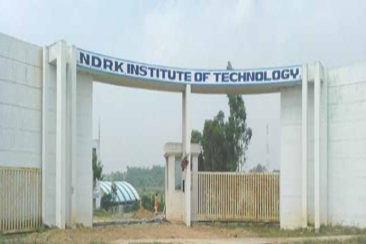 https://cache.careers360.mobi/media/colleges/social-media/media-gallery/2586/2018/9/25/Campus-View NDRK Institute of Technology Hassan_Campus-View.jpg