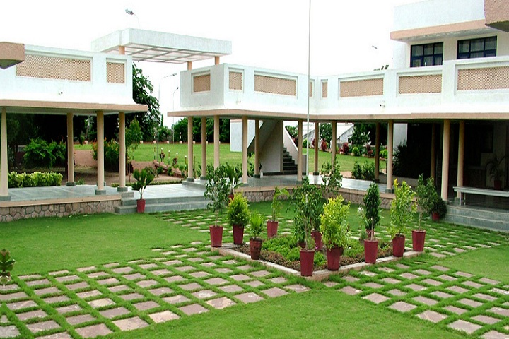 https://cache.careers360.mobi/media/colleges/social-media/media-gallery/25865/2020/2/1/Inside College view of Smt Shantaben Haribhai Gajera MBA Mahila College Amreli_Campus-View.jpg