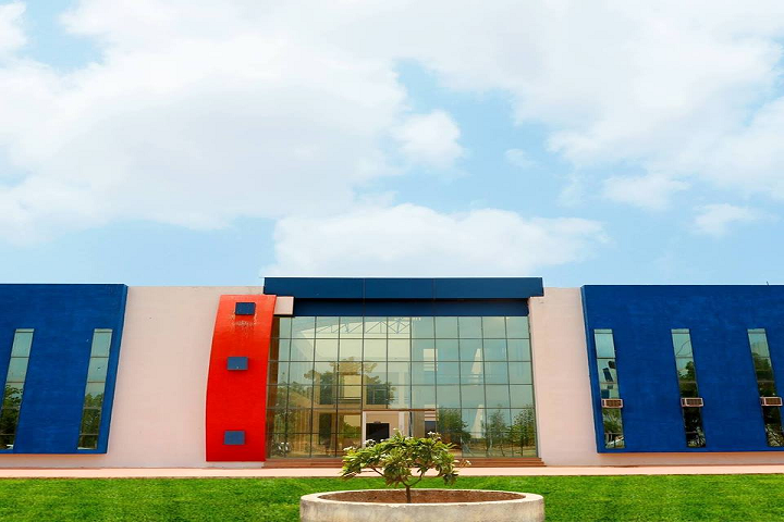 https://cache.careers360.mobi/media/colleges/social-media/media-gallery/25871/2019/10/3/Campus View of SRK Institute of Management and Computer Education Kutch_Campus-View.png