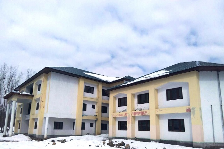https://cache.careers360.mobi/media/colleges/social-media/media-gallery/25907/2019/10/2/Campus view of Government Polytechnic College Kulgam_Campus-view.jpg