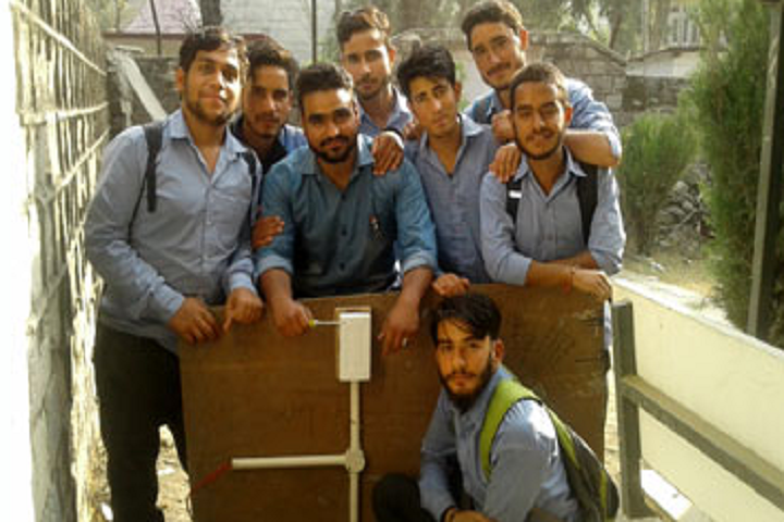 https://cache.careers360.mobi/media/colleges/social-media/media-gallery/25918/2019/10/1/Mechanical Laboratory of Government Polytechnic College Ramban_Laboratory.png