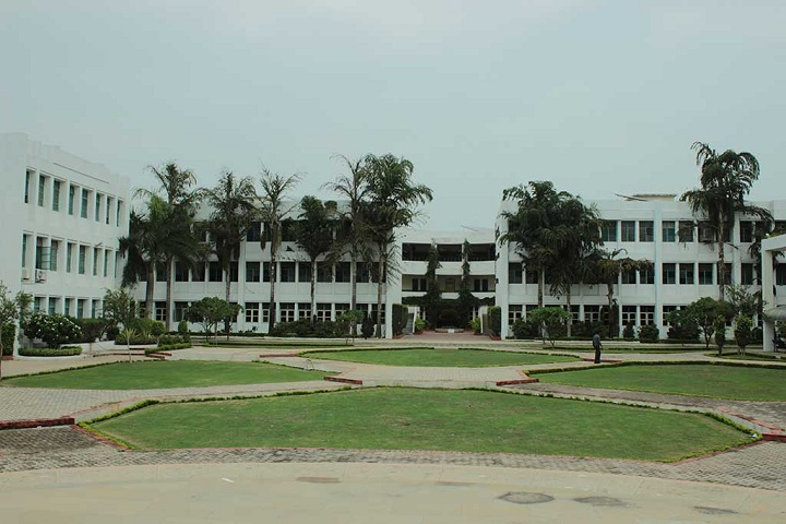 https://cache.careers360.mobi/media/colleges/social-media/media-gallery/25948/2019/9/27/Campus View of RITEE Business School Raipur_Campus-View.jpg