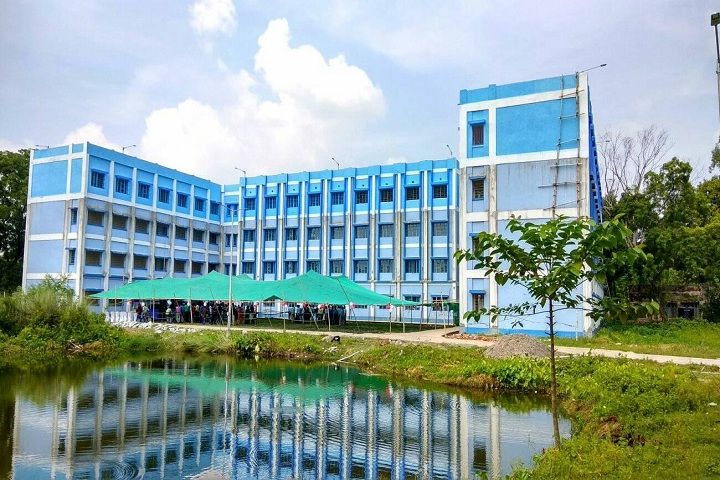 https://cache.careers360.mobi/media/colleges/social-media/media-gallery/26396/2019/10/10/Campus view of Ratua SN Bose Government Polytechnic Malda_Campus view.jpg