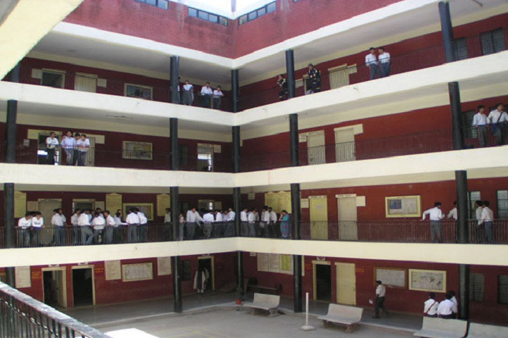 https://cache.careers360.mobi/media/colleges/social-media/media-gallery/26495/2020/2/11/Inside of IPS Academy School of Computers Indore_Campus-View.jpg