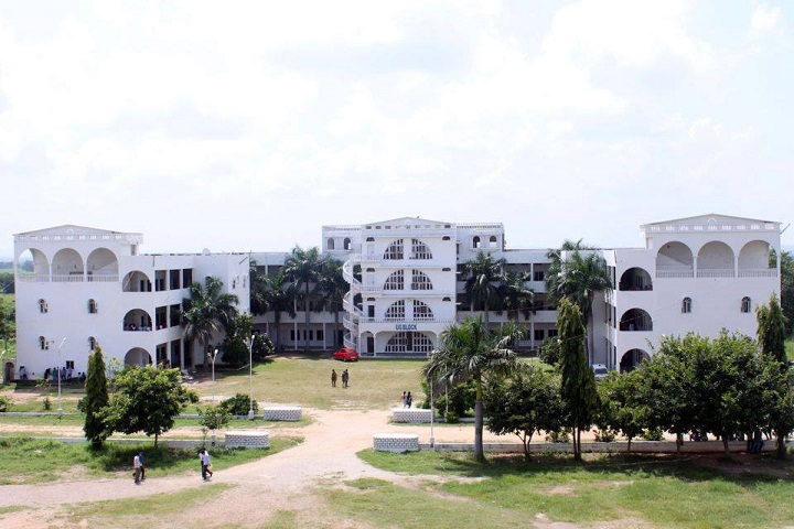 https://cache.careers360.mobi/media/colleges/social-media/media-gallery/2655/2018/11/5/Campus View of Vijay Rural Engineering College Nizamabad_Campus-View.jpg