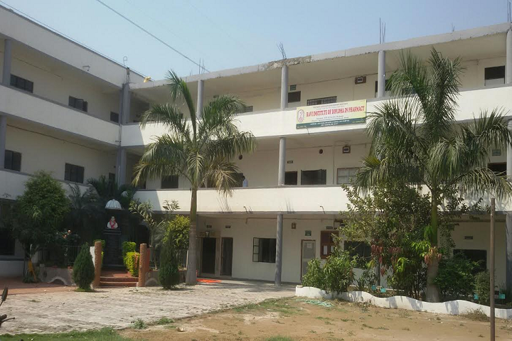 https://cache.careers360.mobi/media/colleges/social-media/media-gallery/26589/2019/10/22/Campus View of Ravi Institute of Diploma in Pharmacy Nagpur_Campus-View.png