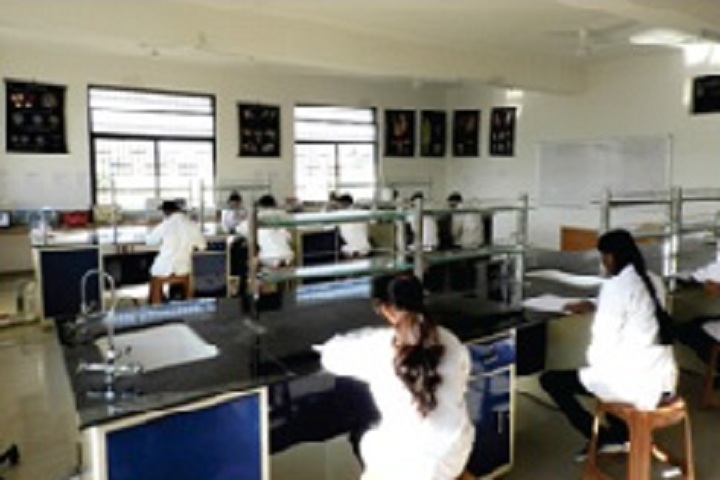 https://cache.careers360.mobi/media/colleges/social-media/media-gallery/26622/2019/10/23/Pharmacology  Lab of Shreeyash Institute of Pharmacy Aurangabad_Laboratory.jpg