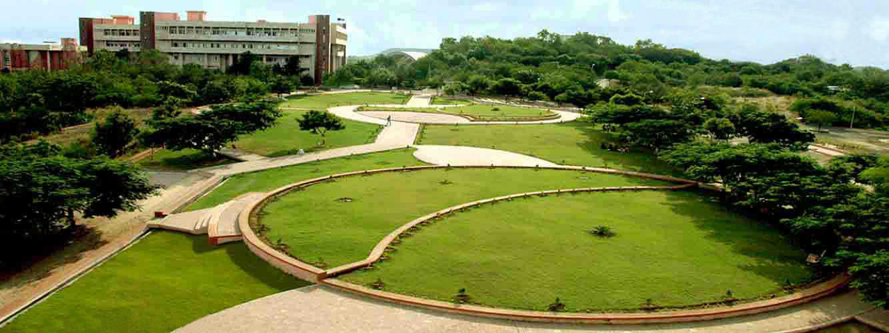 https://cache.careers360.mobi/media/colleges/social-media/media-gallery/26666/2019/10/29/Campus View of School of Management Studies, Kavayitri Bahinabai Chaudhari North Maharashtra University Jalgaon_Campus-View.png