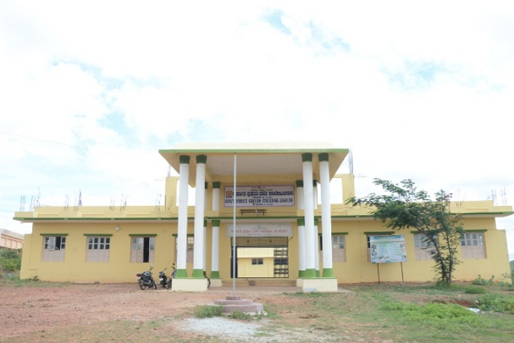 https://cache.careers360.mobi/media/colleges/social-media/media-gallery/26745/2019/11/7/Campus view of Government First Grade College Jagalur_Campus-View.jpg