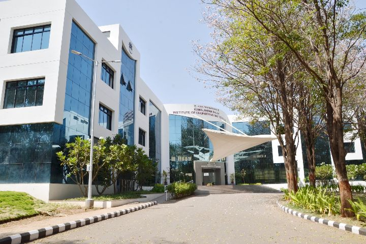 https://cache.careers360.mobi/media/colleges/social-media/media-gallery/2678/2019/3/26/College Building View of Vidya Pratishthans Kamalnayan Bajaj Institute of Engineering and Technology Pune_Campus-View.jpg