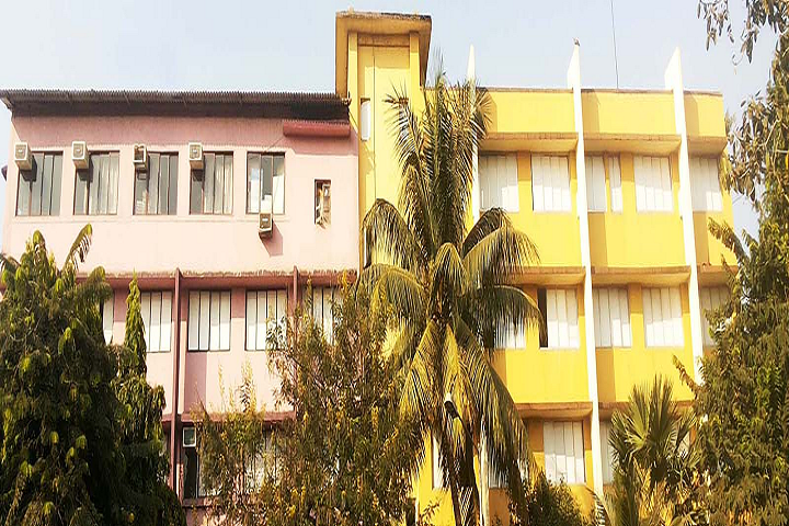 https://cache.careers360.mobi/media/colleges/social-media/media-gallery/26812/2019/11/13/Campus-View of Akbar Peerbhoy College of Commerce and Economics Mumbai_Campus-View.png