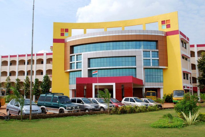 https://cache.careers360.mobi/media/colleges/social-media/media-gallery/2732/2018/11/1/Campus View of VRS College of Engineering and Technology Villupuram_Campus View.jpg