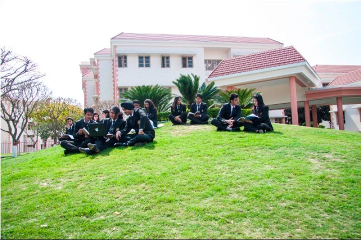 https://cache.careers360.mobi/media/colleges/social-media/media-gallery/2734/2018/8/2/Uttaranchal-Institute-of-Technology-Dehradun-CV2.jpg