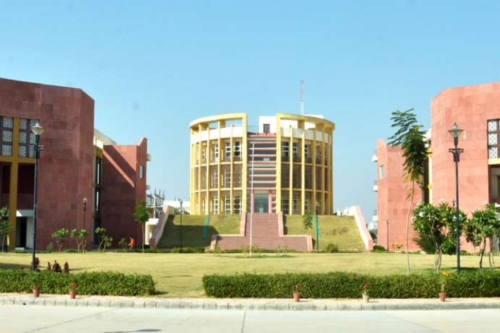 https://cache.careers360.mobi/media/colleges/social-media/media-gallery/274/2018/9/19/Campus of JK Lakshmipat University Jaipur_Campus-View.jpg