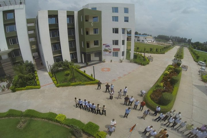 https://cache.careers360.mobi/media/colleges/social-media/media-gallery/2752/2018/10/12/Campus view of United College of Engineering and Research Greater Noida_Campus-View.jpg