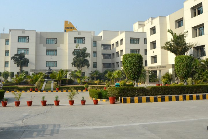 https://cache.careers360.mobi/media/colleges/social-media/media-gallery/2753/2018/9/27/Campus View of United College of Engineering and Management Allahabad_Campus-View.jpg