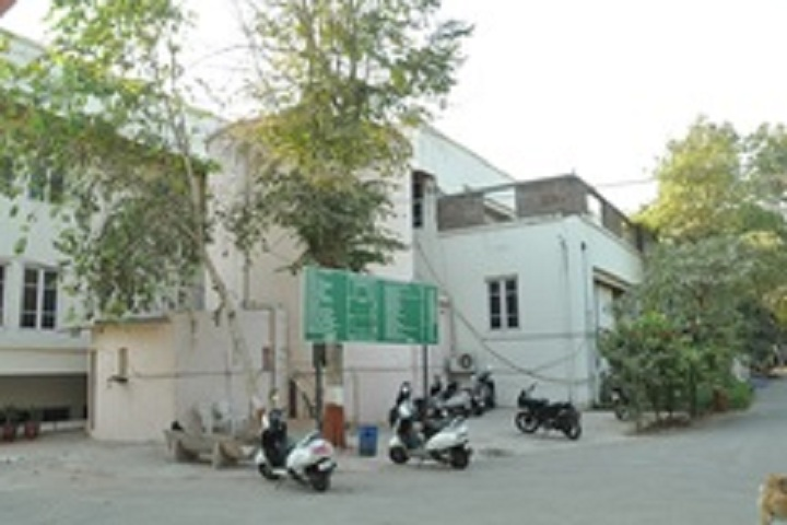 https://cache.careers360.mobi/media/colleges/social-media/media-gallery/27569/2019/12/24/Parking of Shri Umiya BCA College Ahmedabad_Others.jpg