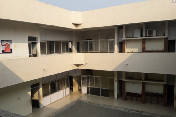 https://cache.careers360.mobi/media/colleges/social-media/media-gallery/27622/2020/2/12/Inside Campus of Balaji College of Nursing Rajkot_Campus-View.jpg