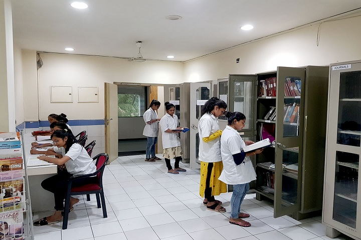 https://cache.careers360.mobi/media/colleges/social-media/media-gallery/27653/2020/2/11/Library of Dr Jaya and Dr Harivadan Shah Institute of Applied Science Surat_Library.jpg