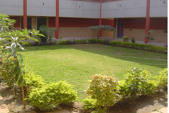 https://cache.careers360.mobi/media/colleges/social-media/media-gallery/27662/2020/2/19/Campus inside view of MK Institute of Computer Studies Bharuch_Campus-view.png