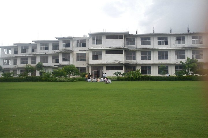 https://cache.careers360.mobi/media/colleges/social-media/media-gallery/2777/2018/10/13/Campus-view of Translam Institute of Technology and Management Meerut_Campus-View.jpg