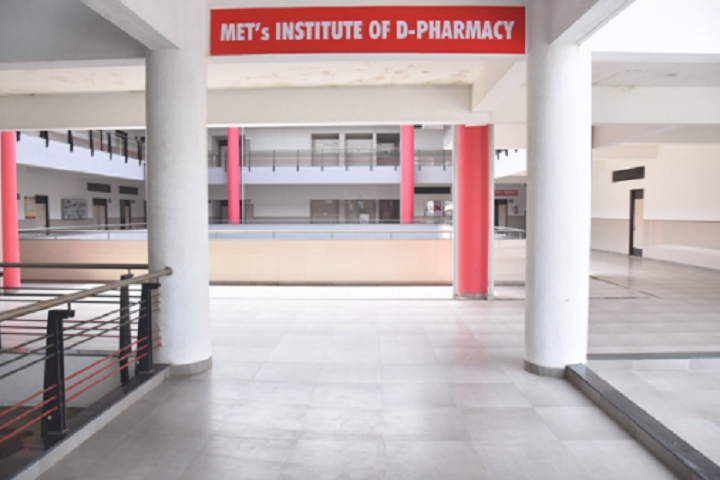 https://cache.careers360.mobi/media/colleges/social-media/media-gallery/27890/2020/2/18/Campus View of METs Institute of D Pharmacy Nashik_Campus-View.png