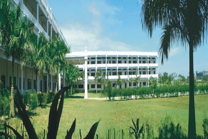 https://cache.careers360.mobi/media/colleges/social-media/media-gallery/2798/2018/8/3/Thangavelu-Engineering-College-Chennai1.jpg