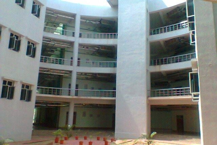 https://cache.careers360.mobi/media/colleges/social-media/media-gallery/28/2019/1/7/Inside View of Rajiv Gandhi University of Knowledge Technologies Nuzvid_Campus-View.jpg