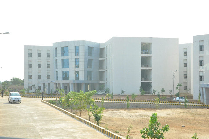 https://cache.careers360.mobi/media/colleges/social-media/media-gallery/28/2020/11/3/Campus View of Rajiv Gandhi University of Knowledge Technologies Nuzvid_Campus-View.jpg