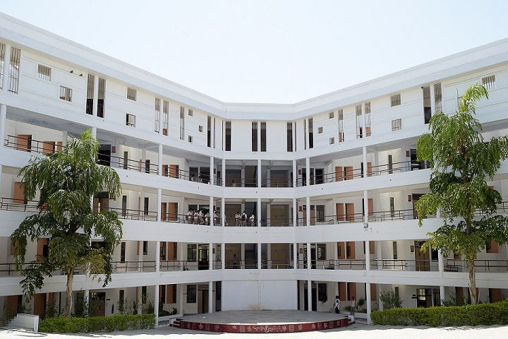 https://cache.careers360.mobi/media/colleges/social-media/media-gallery/2853/2018/12/9/Campus View of Swami Keshvanand Institute of Technology Management and Gramothan Jaipur_Campus-View.JPG