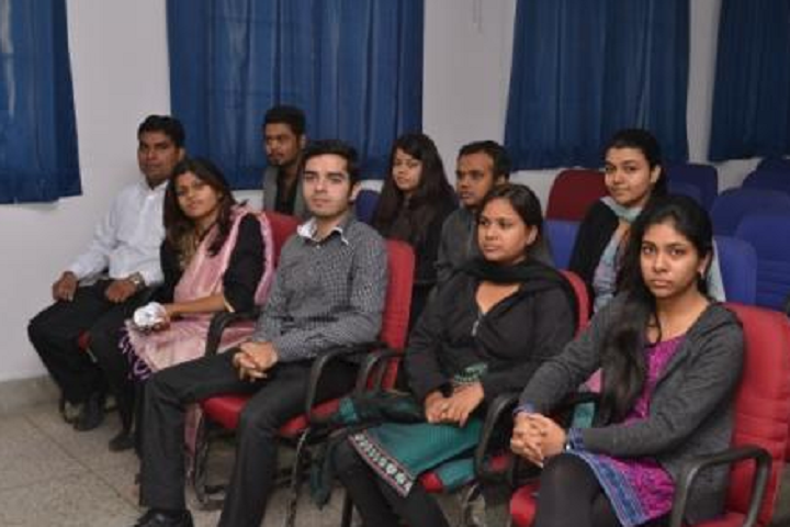 https://cache.careers360.mobi/media/colleges/social-media/media-gallery/28647/2020/2/14/Classroom of Institute of Productivity and Management Lucknow_Classroom.png