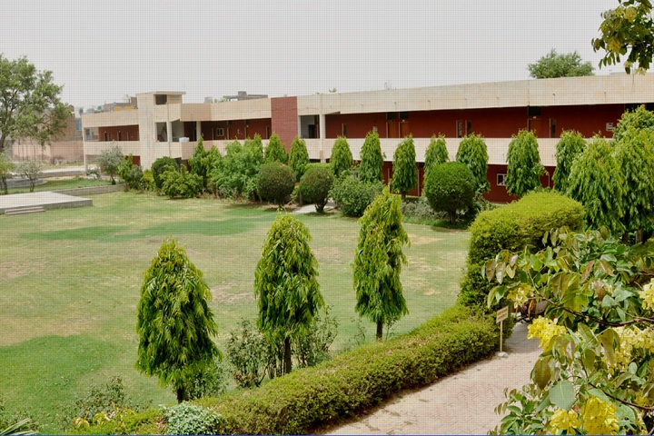 https://cache.careers360.mobi/media/colleges/social-media/media-gallery/28666/2020/2/14/Campus view of Hindu Kanya Mahavidyalaya Jind_Campus-view.jpg