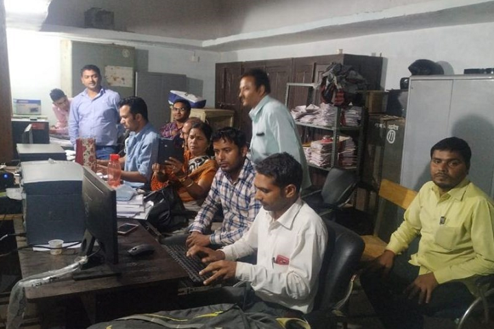 https://cache.careers360.mobi/media/colleges/social-media/media-gallery/28718/2020/2/15/Staff Room of Government Shahid Kedarnath PG College Mauganj_Others.png