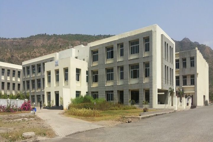 https://cache.careers360.mobi/media/colleges/social-media/media-gallery/2875/2020/9/16/Campus View of Suman Ramesh Tulsiani Technical Campus Faculty of Engineering Pune_Campus-View_1.jpg
