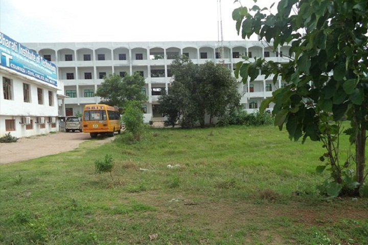https://cache.careers360.mobi/media/colleges/social-media/media-gallery/2877/2018/9/18/Campus view of Sujala Bharati Institute of Technology Warangal_Campus-View.jpg
