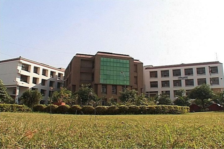 https://cache.careers360.mobi/media/colleges/social-media/media-gallery/2883/2019/3/26/Campus view of Subharti College of Engineering and Technology Meerut_Campus-view.jpg