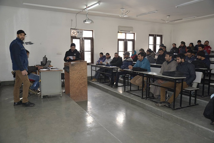 https://cache.careers360.mobi/media/colleges/social-media/media-gallery/28866/2020/6/8/Students of National Institute of Electronics and Information Technology Srinagar_Classroom.jpg